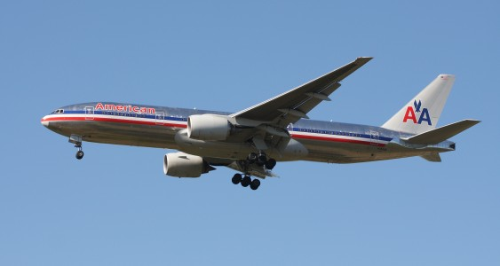 American Airlines B777-223ER N784AN