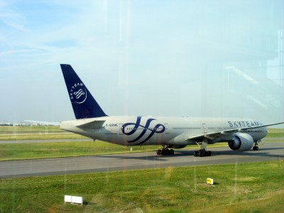 An Air France Boeing 777-328ER F-GZNE Skyteam livery @ Paris CDG