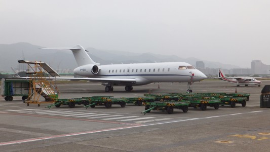 Bombardier BD-700 Global Express VP-BDU and ROC AVIATION B-68801 at Songshan Airport Apron 20120324