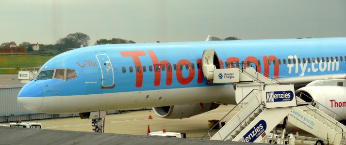 Bristol airport thomson fly G-BYAP