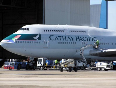 Cathay.b747-400.b-hud.cleaning.arp