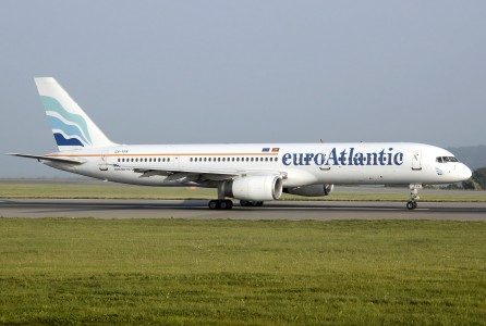 Euroatlantic airways b757-200 cs-tfk arp