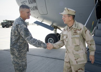 JCS Mike Mullen meets David Rodriguez, CO of Joint Operations, Afghanistan