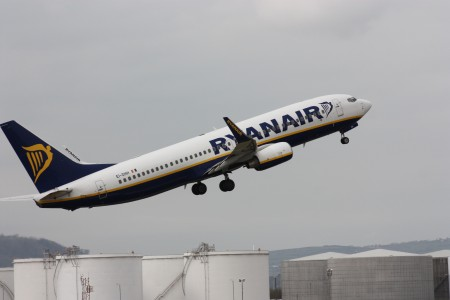 Ryanair (EI-DHH), Belfast City Airport, April 2010 (03)