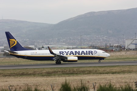 Ryanair (EI-EKR), Belfast City Airport, April 2010 (03)