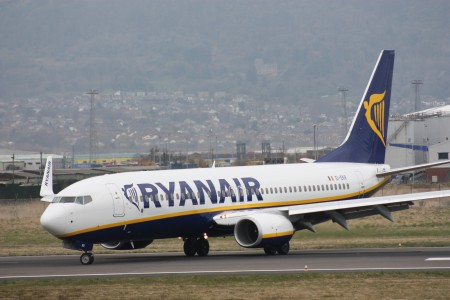 Ryanair (EI-EKR), Belfast City Airport, April 2010 (05)