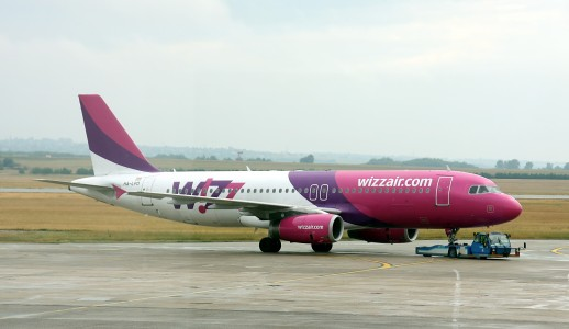 Wizz Air - HA-LPD - Airbus A320 with pushback tractor - Airport Budapest (0625)