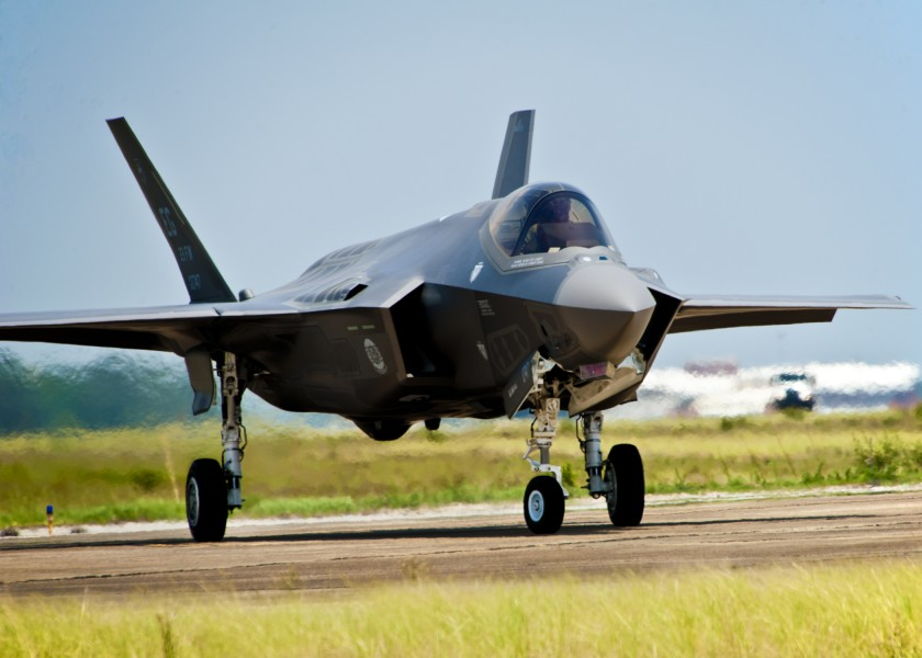 First USAF F-35 Lightning II taxis at Eglin AFB