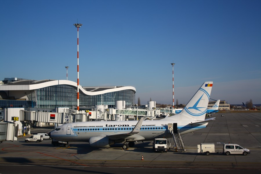 TAROM and KLM at OTP finger
