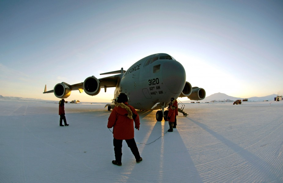US Air Force 070825-F-2034C-700 McChord reservists wrap up winter flights to Antarctica