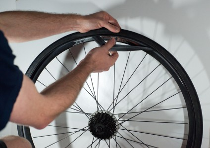 Changing an inner tube - Removing the tube