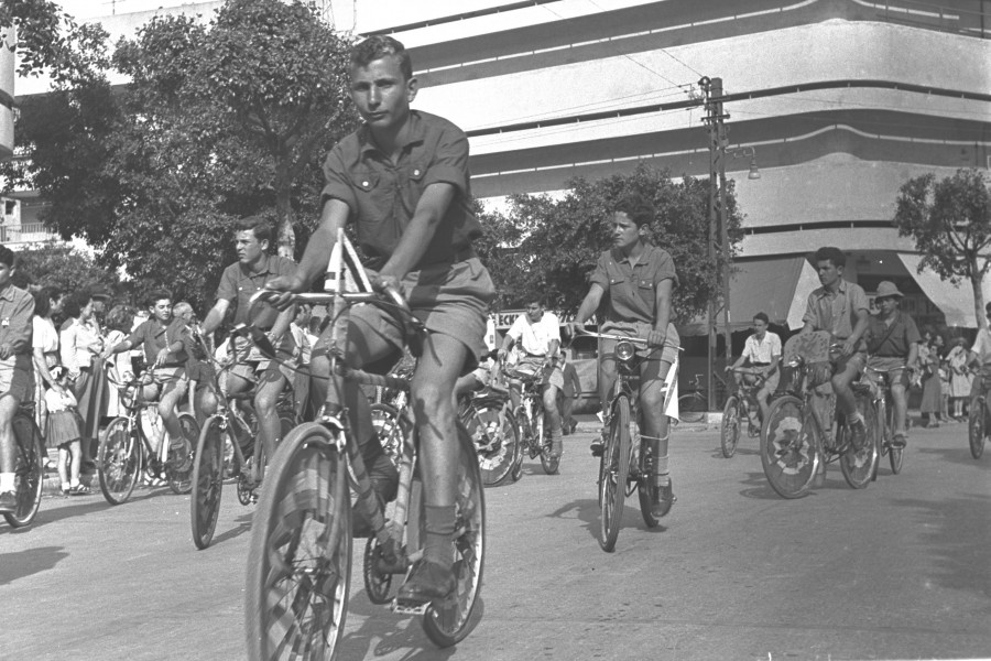 Flickr - Government Press Office (GPO) - Youths on Bicycles