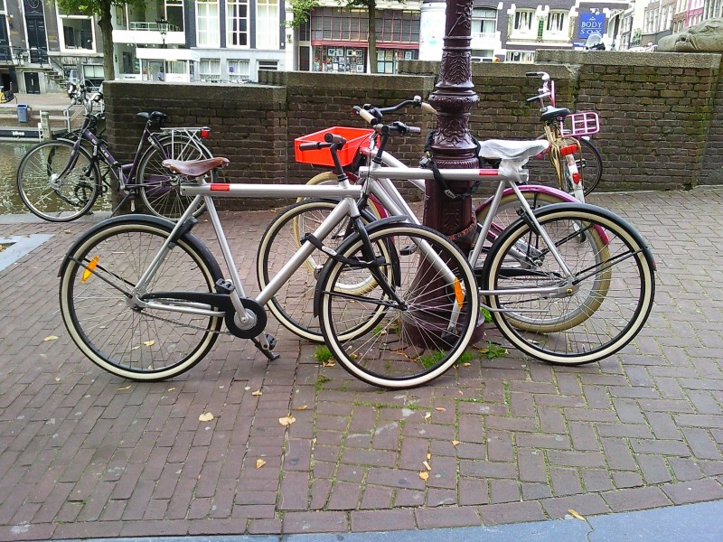 Van Moof male bikes and a female version Amsterdam
