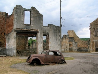 Car in Oradour-sur-Glane4