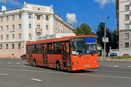 NN Minin and Pozharsky Square bus 08-2016