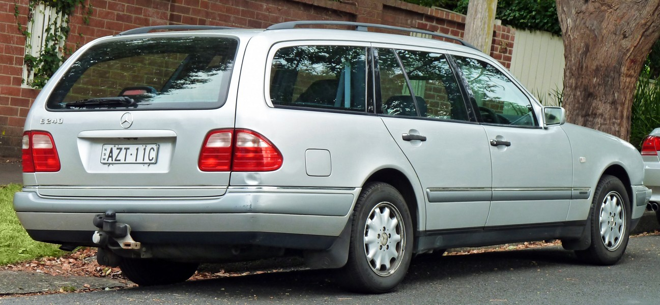 1997 Mercedes-Benz E 240 (S210) Elegance station wagon (2011-03-10)