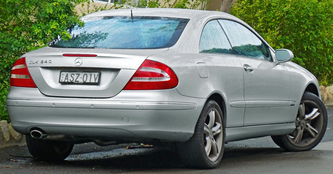 2002-2005 Mercedes-Benz CLK 240 (C209) Avantgarde coupe (2011-07-17)