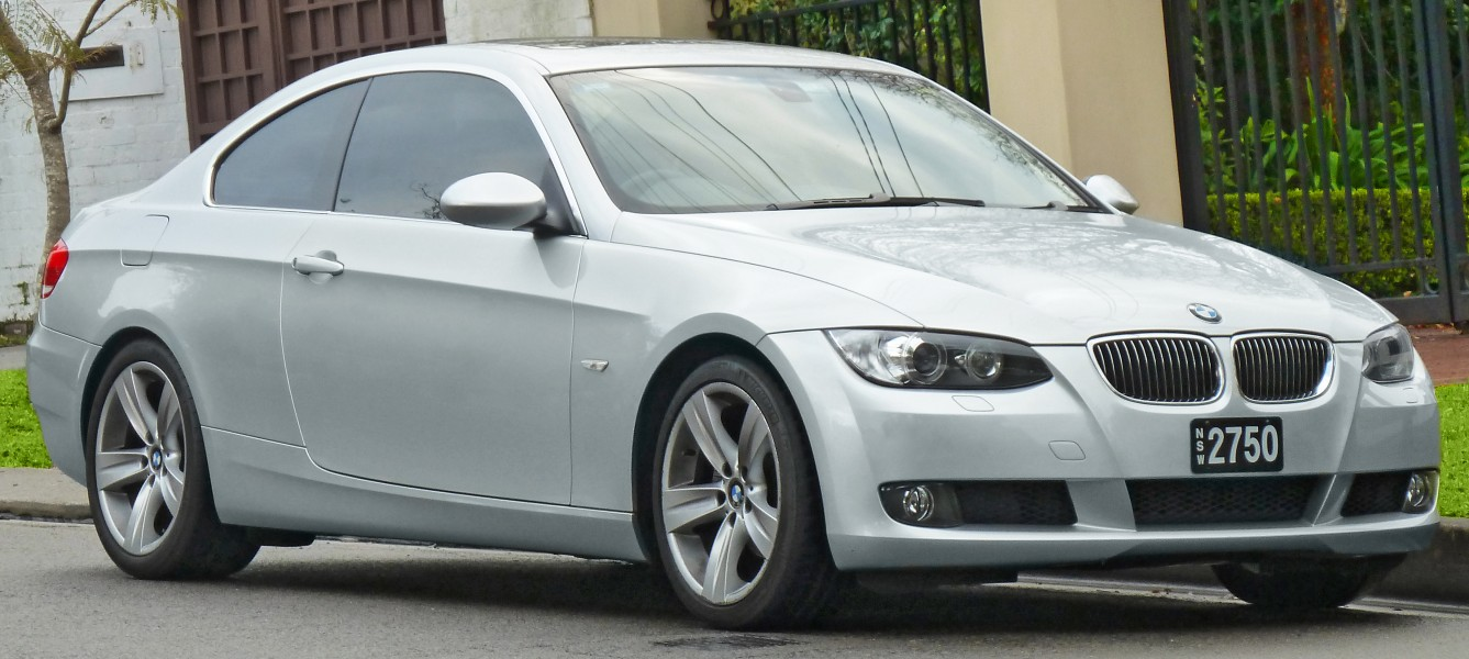 2006-2010 BMW 325i (E92) coupe (2011-07-17) 01
