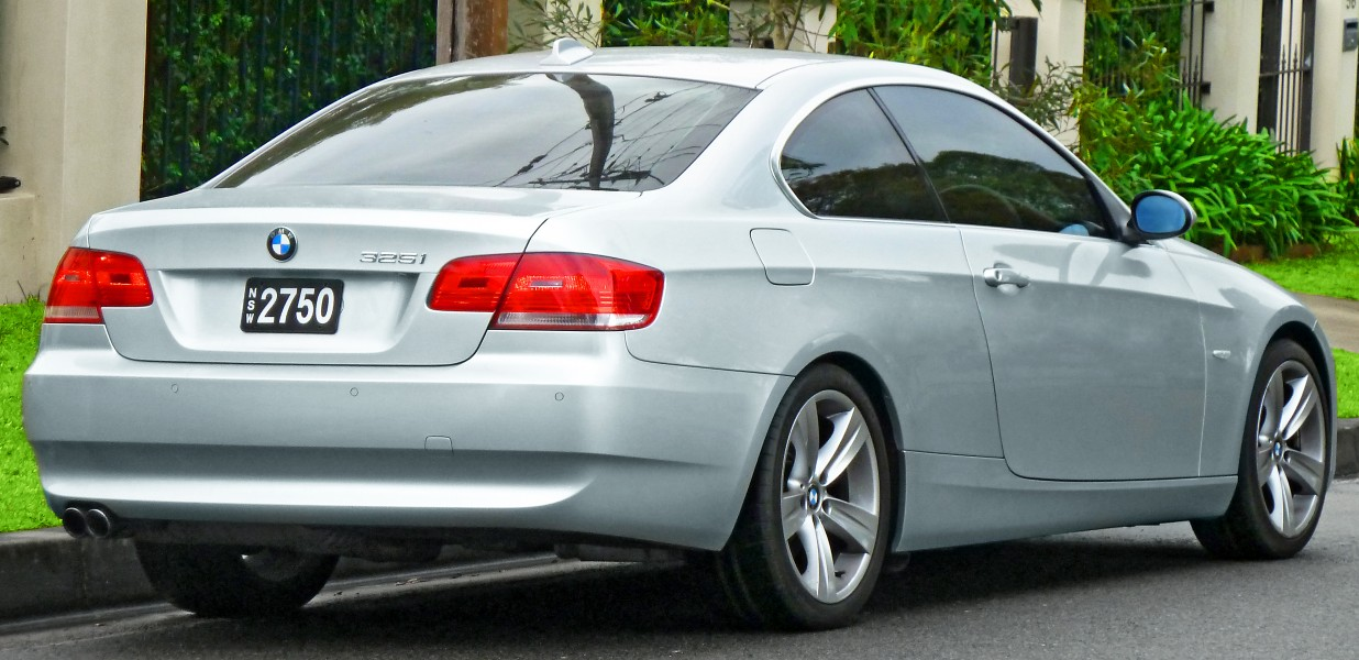 2006-2010 BMW 325i (E92) coupe (2011-07-17) 02