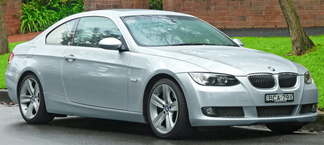 2006-2010 BMW 335i (E92) coupe (2011-07-17) 01