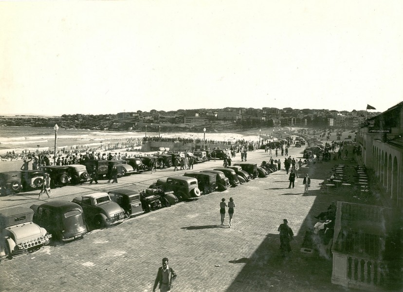 View of southern end of Bondi Beach, Bondi (NSW) (8028391182)