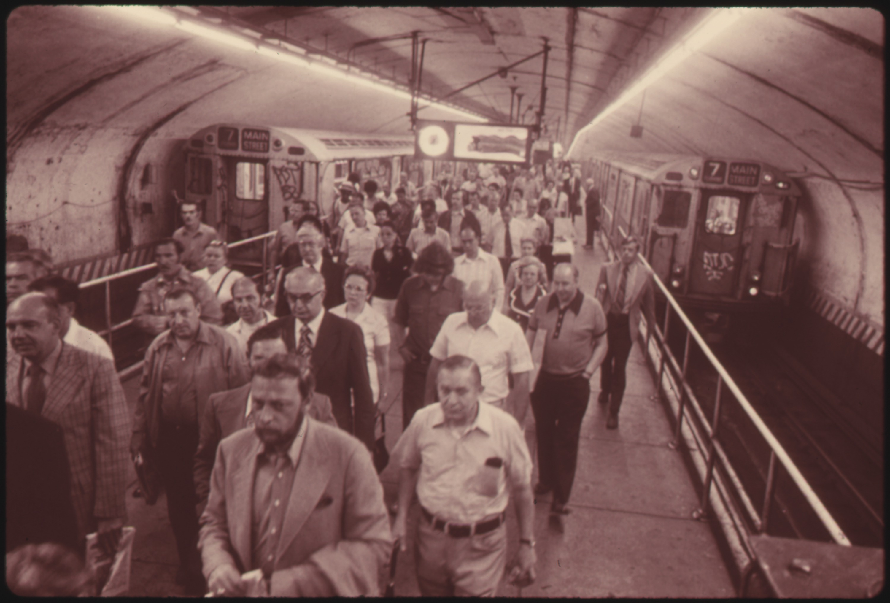 MORNING RUSH HOUR PASSENGERS GOING TO AND FROM SUBWAY TRAINS OPERATED BY THE NEW YORK CITY TRANSIT AUTHORITY. THE... - NARA - 556818