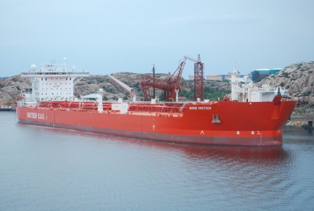 Oil tanker discharging