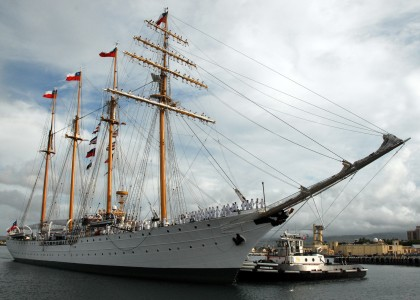 US Navy 071004-N-0879R-004 Chilean tall ship Esmeralda (BE 43) makes her way pierside to Naval Station Pearl Harbor
