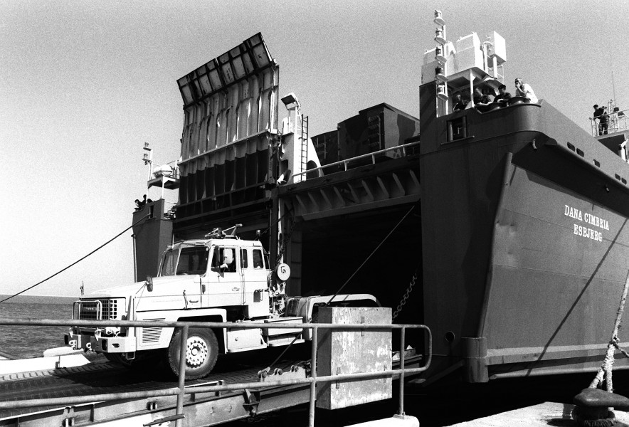 A British Scammell Commander 6x4 tractor truck leaves the Danish cargo ship Dana Cimbria during Operation Desert Shield