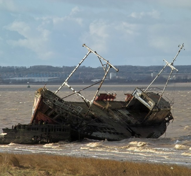 Abandoned wrecked Trawler lies midway between New Holland and Goxhill Haven - Feb. 2010