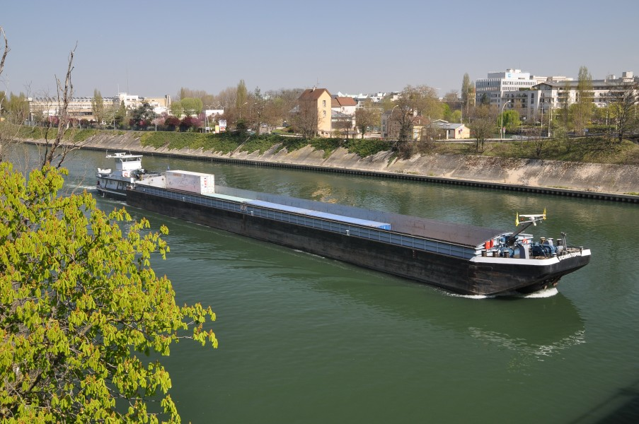 Barge Saint-Christophe on the Seine river 001