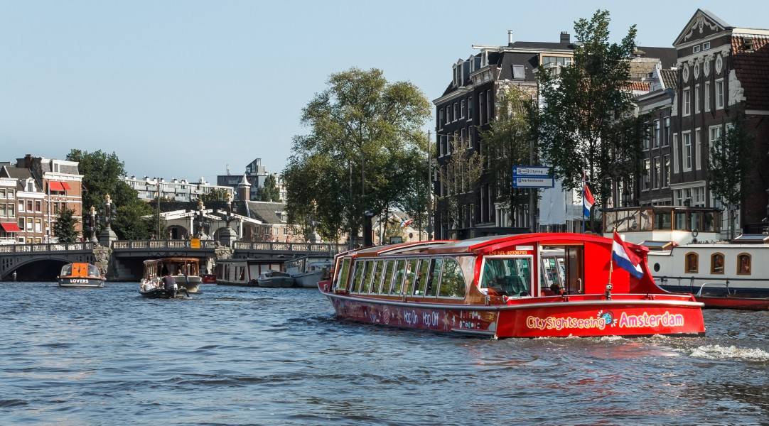 Blauwbrug NW side from river Amstel 2016-09-12-6578