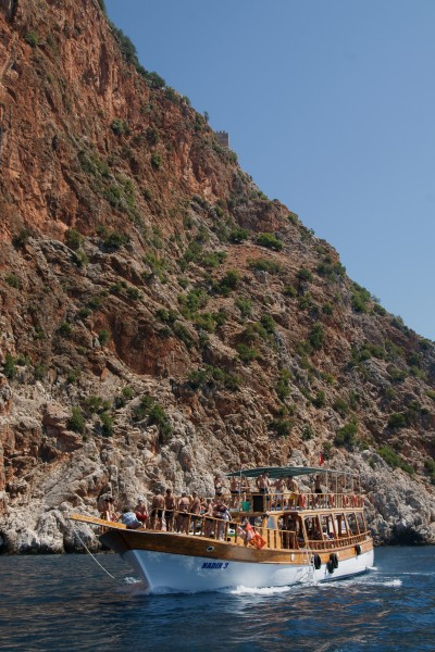 Boat cruising in Alanya Peninsula