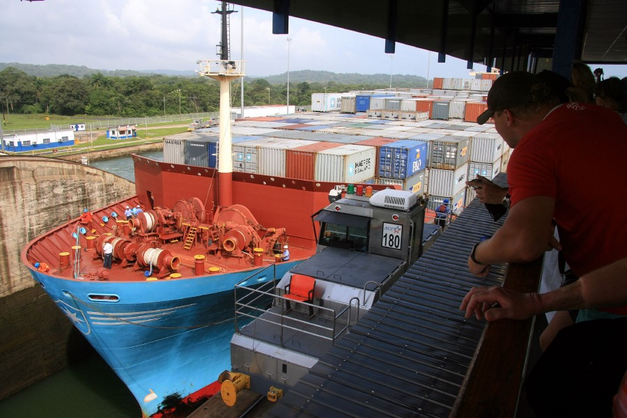 Container-ship-entering-Panama-Canal