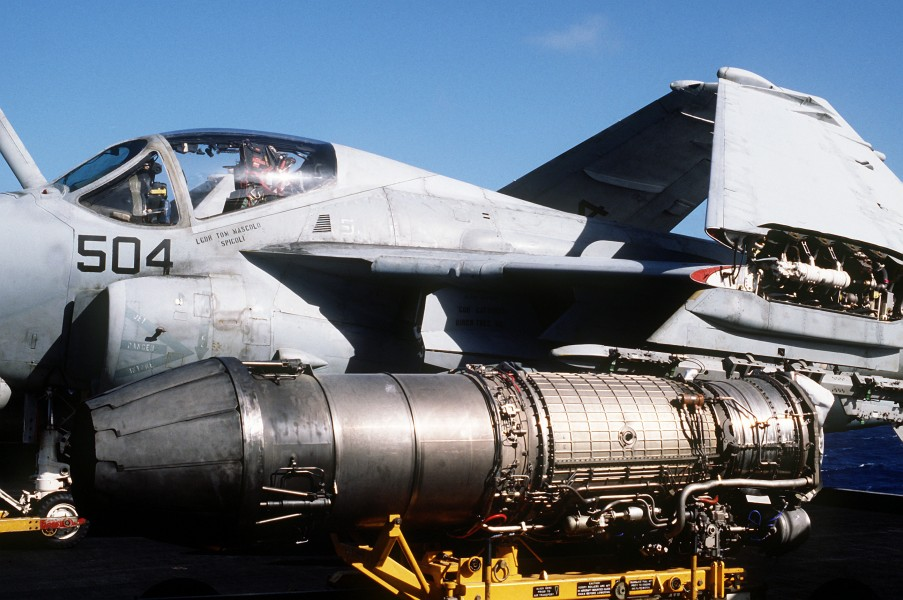 F404 turbojet engine on USS Abraham Lincoln (CVN-72) in 1993