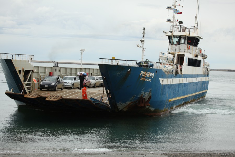 Ferry for crossing the Strait of Magellan (5521329160)