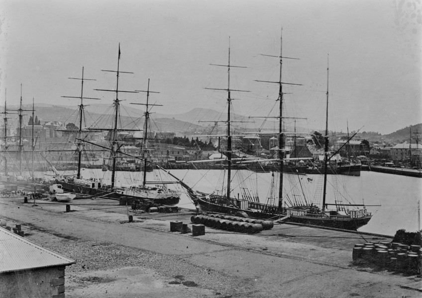Harriet McGreggor and Wagoola al Wharf - SLV H91.108-2644