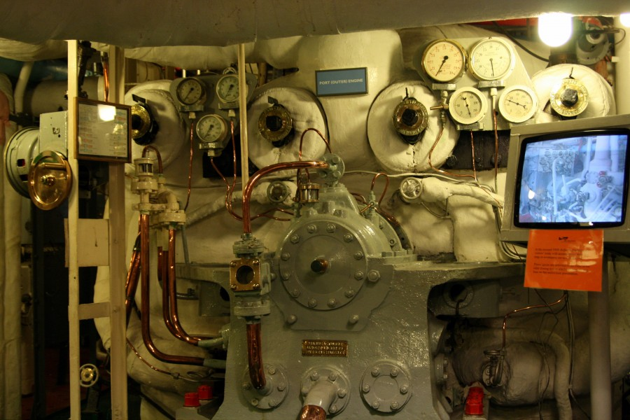 HMS Belfast - Engine room - Port engine