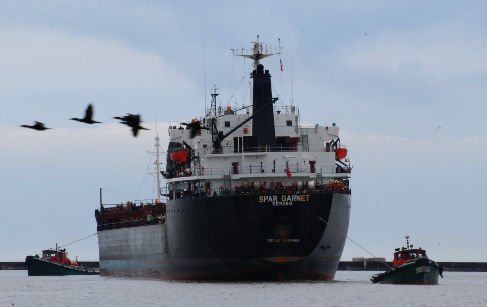 Lake Freighter Spar Garnet and 2 tugs