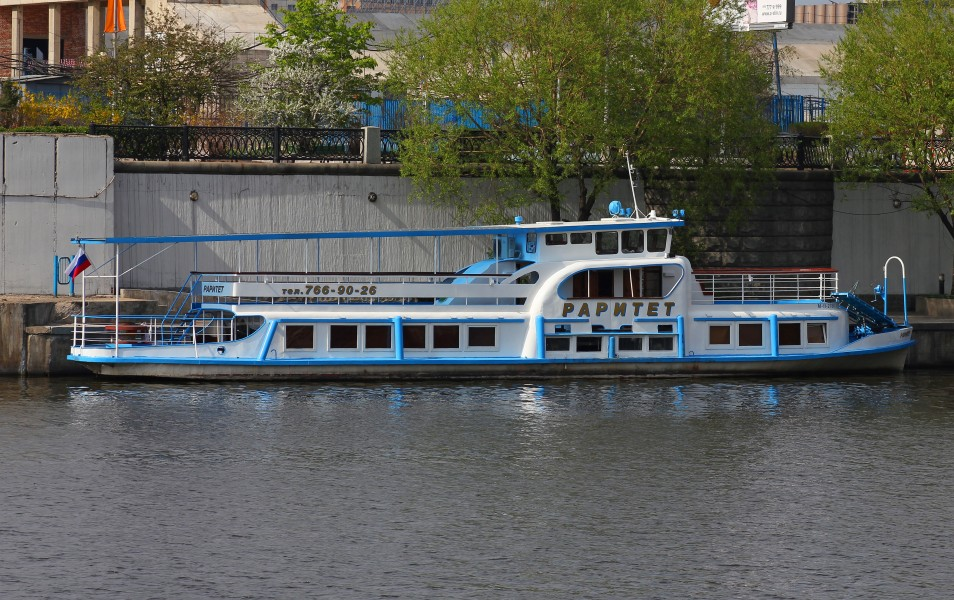 May 2011 Moskva River ship 02