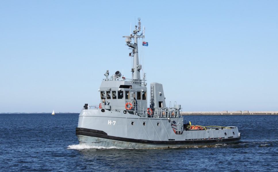 Polish navy tugboat H-7