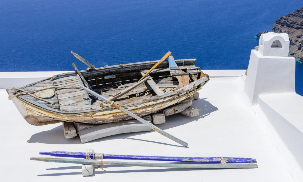 Rowing boat on a house roof - Fira - Santorini - Greece - 02