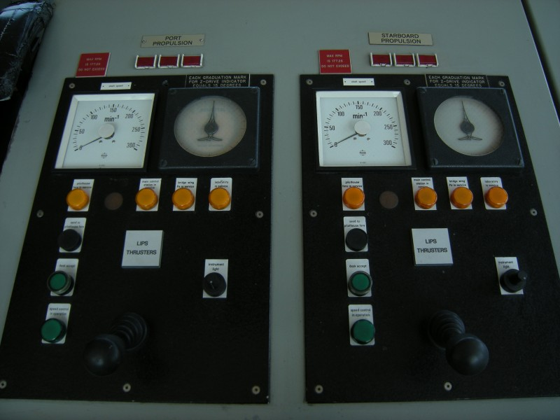 RV Thomas G. Thompson - propulsion controls 01
