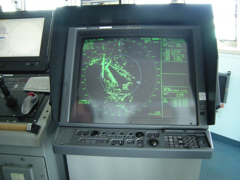 RV Thomas G. Thompson - radar monitor 01