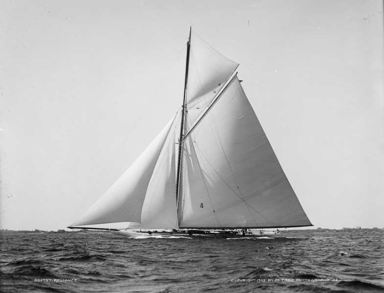 Sloop Reliance-2
