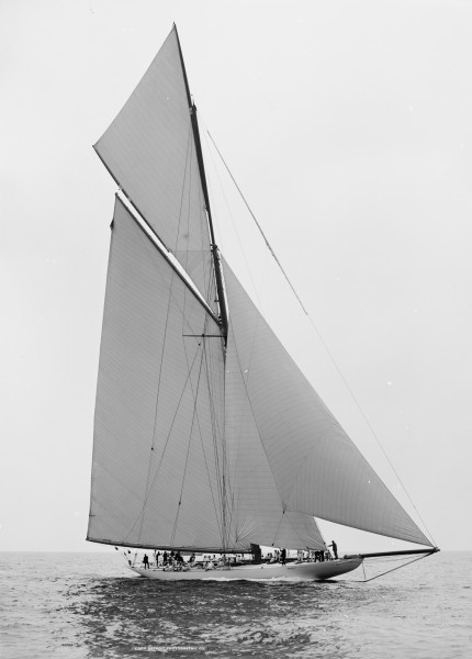 Sloop Reliance-4