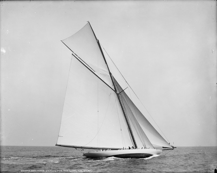 Sloop Reliance-5