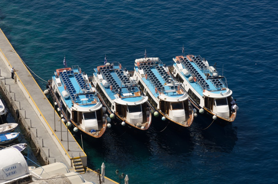 Tour boats in Mesa Gialos harbour - Fira - Santorini - Greece - 03