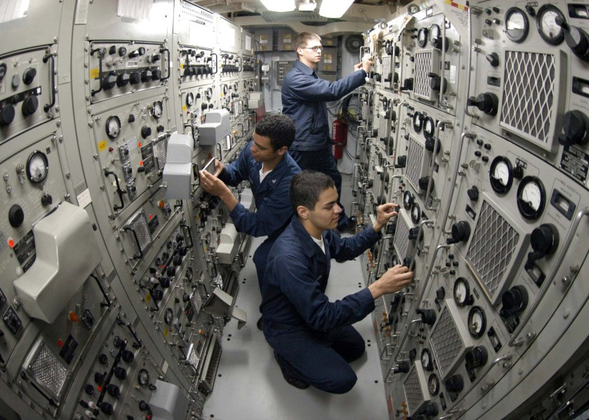 US Navy 041207-N-5362F-304 Sailors use high frequency radios and couplers aboard USS Shiloh (CG 67) to talk with other ships in the USS Abraham Lincoln (CVN 72) Carrier Strike Group (CSG)