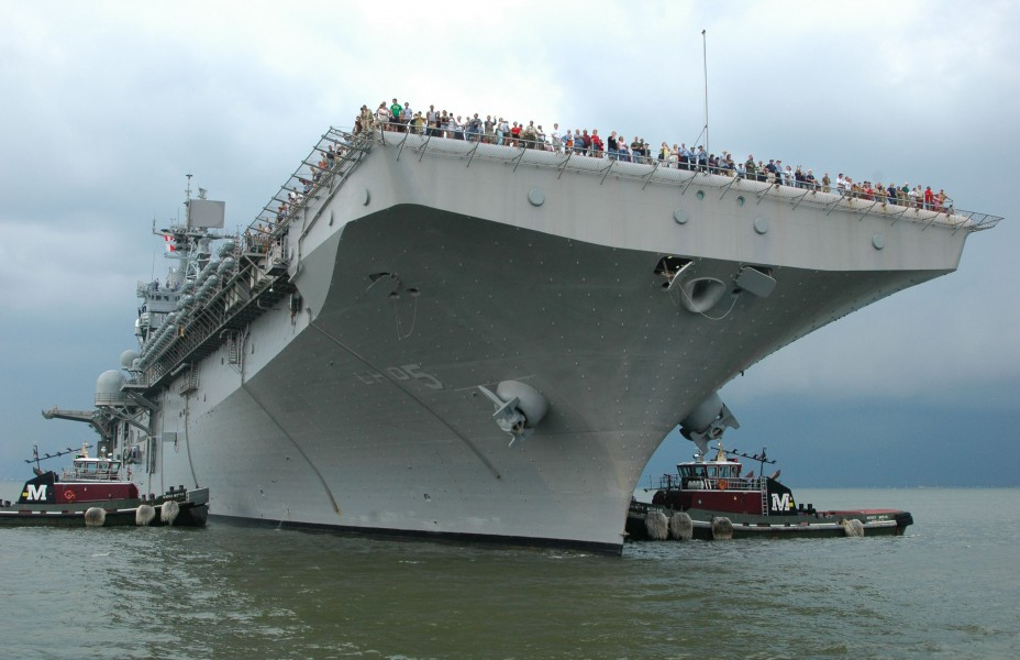 US Navy 060623-N-5055G-019 The amphibious assault ship USS Bataan (LHD 5) prepares to moor at Naval Station Norfolk
